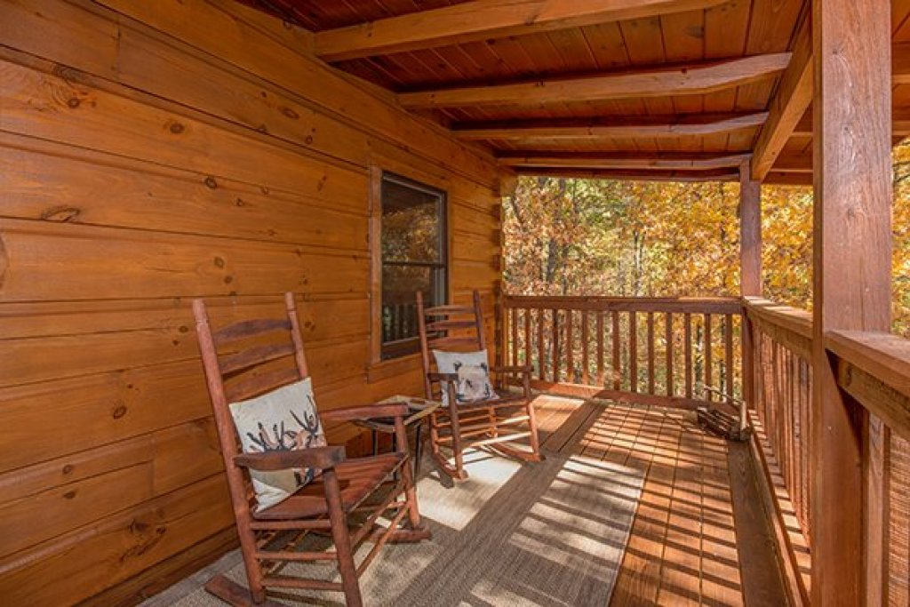 Photo of a Sevierville Cabin named Bear Hug Hideaway - This is the eleventh photo in the set.