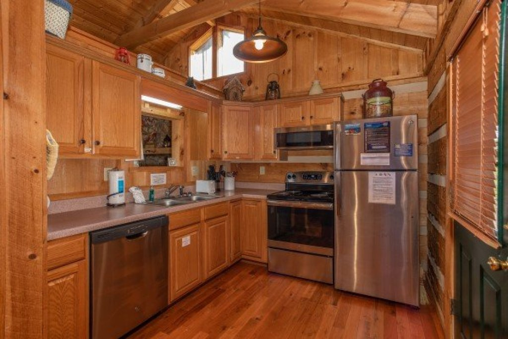 Photo of a Sevierville Cabin named Blue Mountain Views - This is the fourth photo in the set.