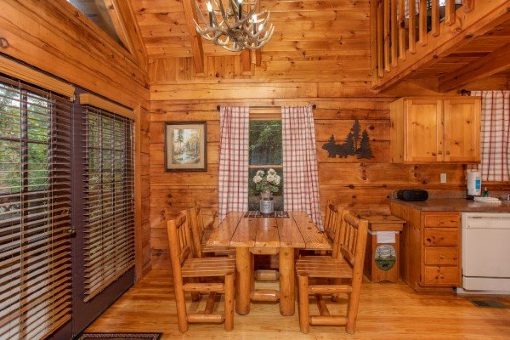 Photo of a Sevierville Cabin named Cabin In The Woods - This is the fourth photo in the set.