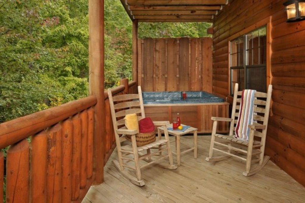 Photo of a Pigeon Forge Cabin named Family Ties Lodge - This is the twenty-fourth photo in the set.