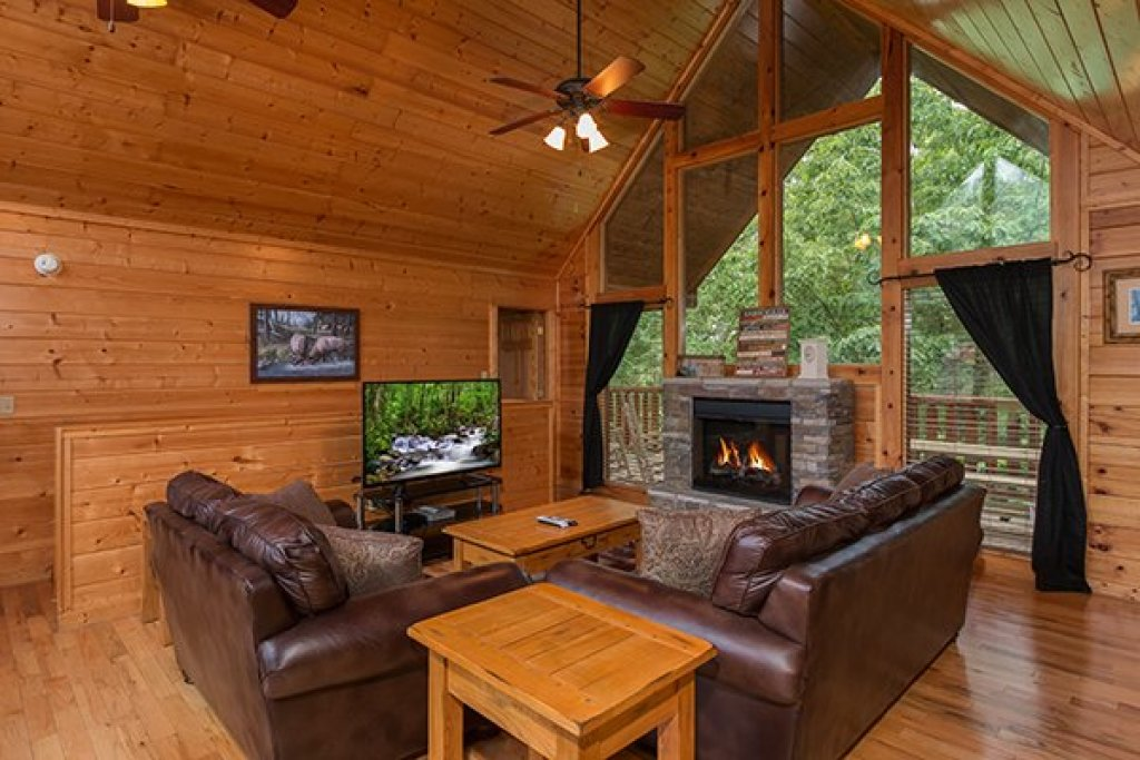 Photo of a Pigeon Forge Cabin named Family Ties Lodge - This is the third photo in the set.