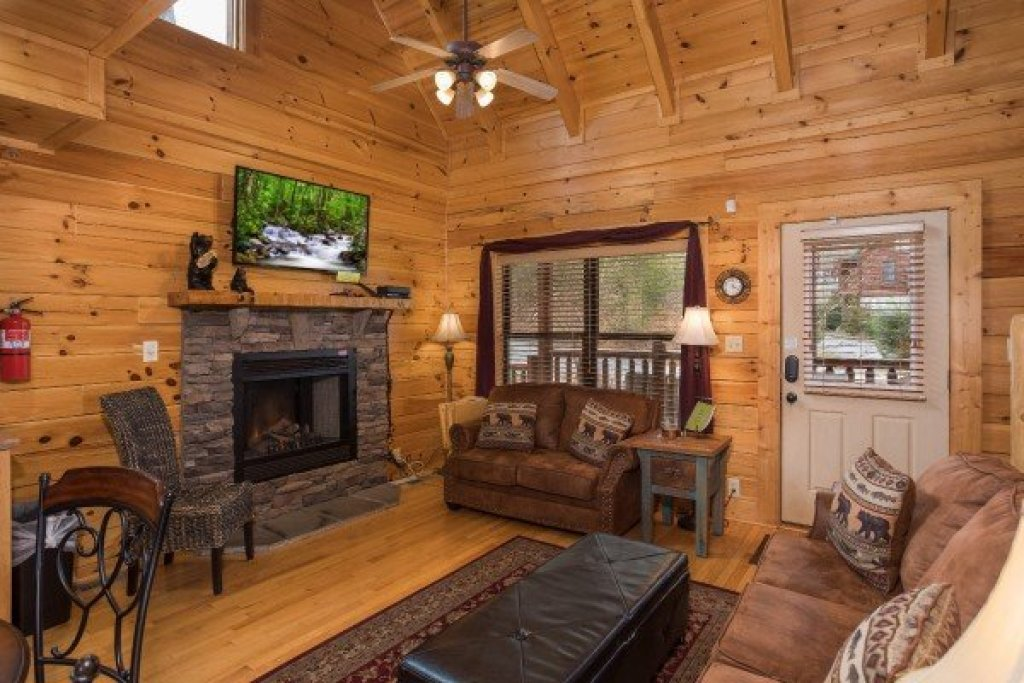 Photo of a Sevierville Cabin named Heaven On Earth - This is the fourth photo in the set.