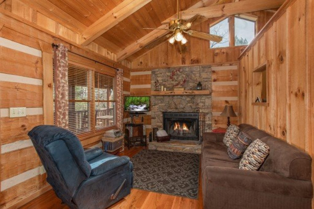 Photo of a Sevierville Cabin named Blue Mountain Views - This is the third photo in the set.