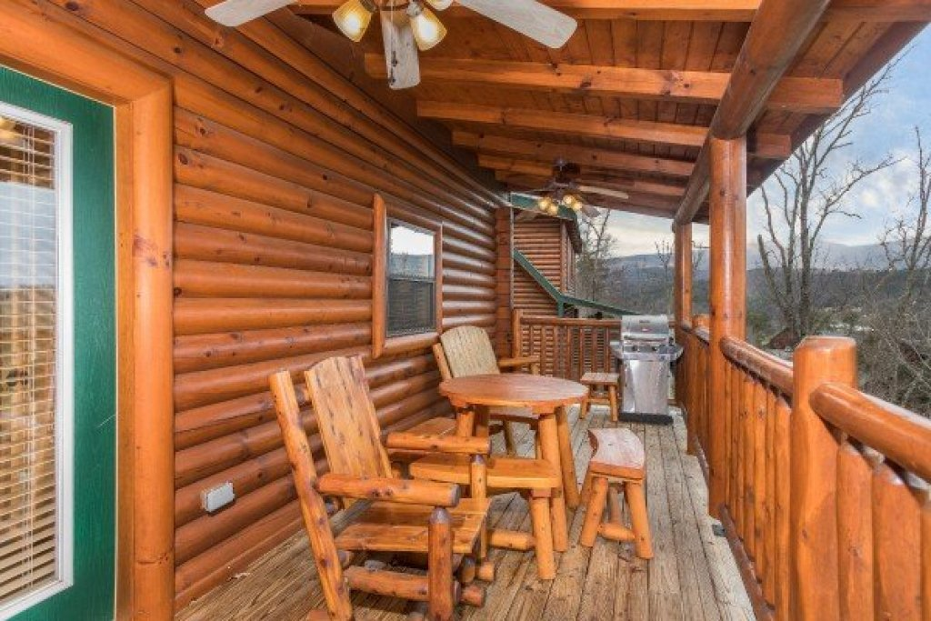 Photo of a Sevierville Cabin named Heaven On Earth - This is the twelfth photo in the set.