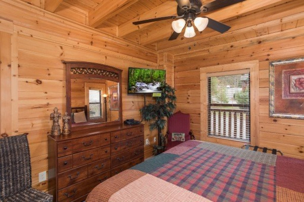 Photo of a Sevierville Cabin named Heaven On Earth - This is the ninth photo in the set.