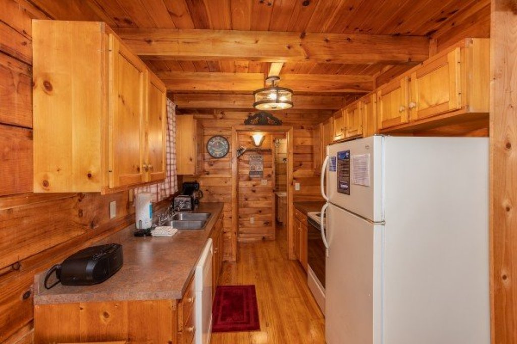 Photo of a Sevierville Cabin named Cabin In The Woods - This is the sixth photo in the set.