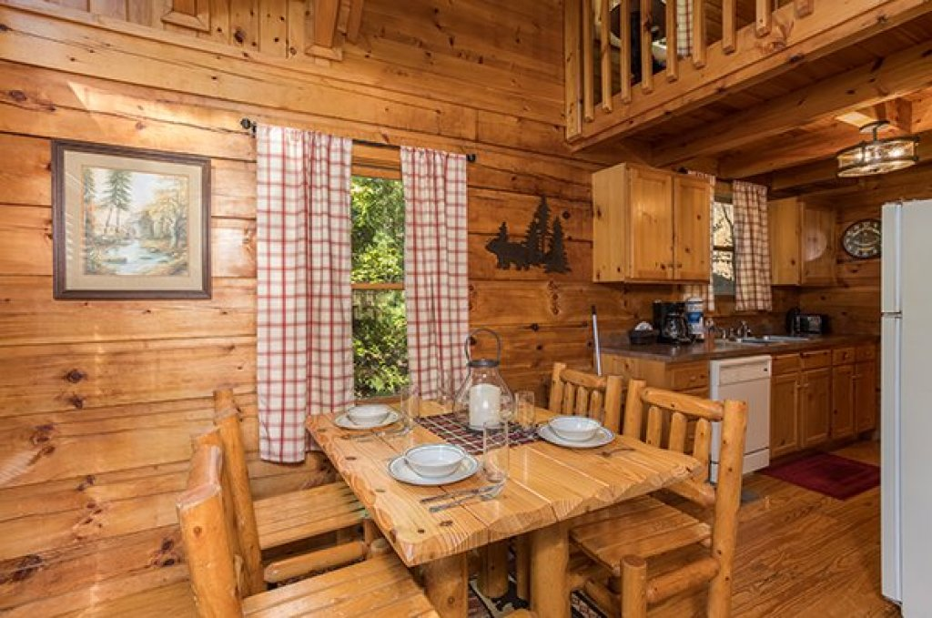 Photo of a Sevierville Cabin named Cabin In The Woods - This is the fifth photo in the set.