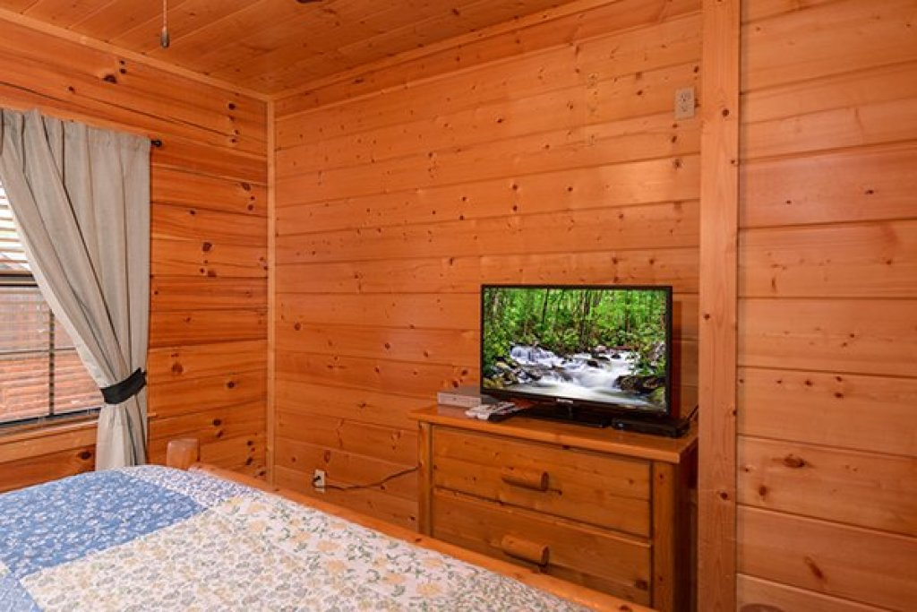 Photo of a Pigeon Forge Cabin named Family Ties Lodge - This is the twentieth photo in the set.