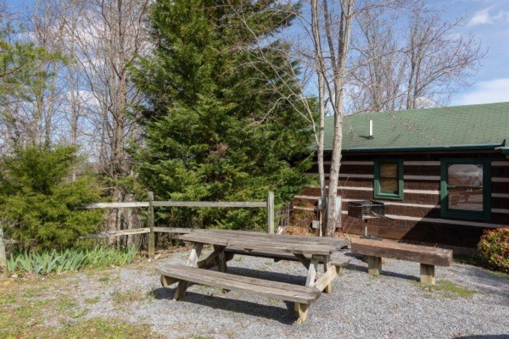 Photo of a Sevierville Cabin named Blue Mountain Views - This is the sixteenth photo in the set.