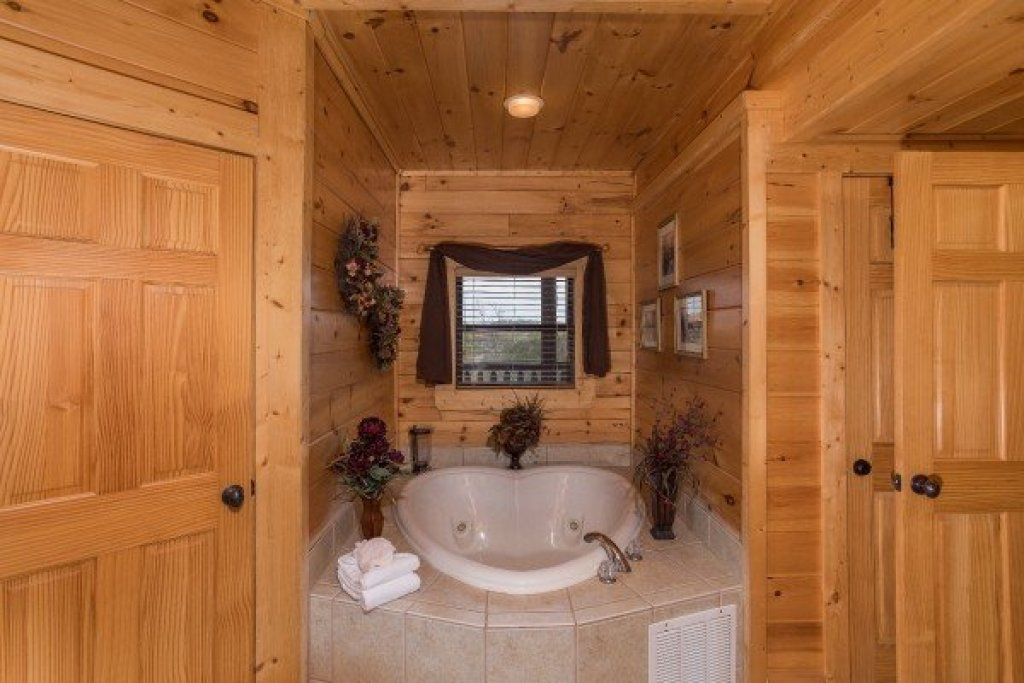 Photo of a Sevierville Cabin named Heaven On Earth - This is the tenth photo in the set.
