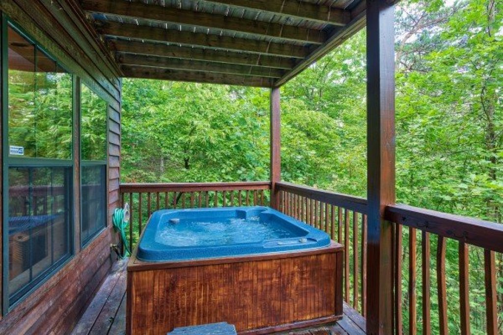 Photo of a Gatlinburg Cabin named A View For You - This is the nineteenth photo in the set.