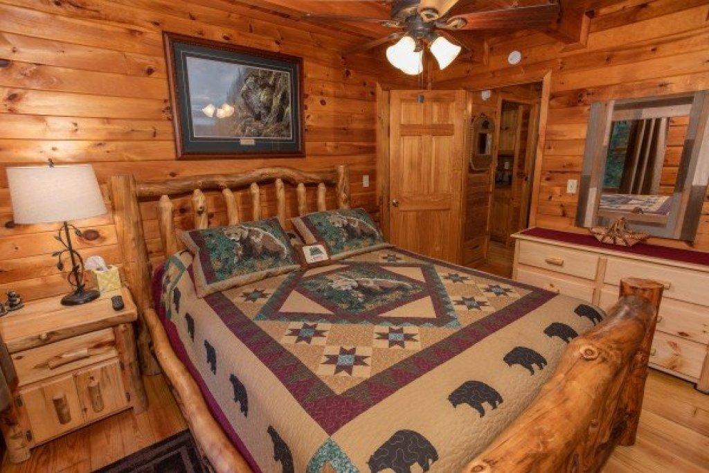 Photo of a Sevierville Cabin named Cabin In The Woods - This is the eighth photo in the set.