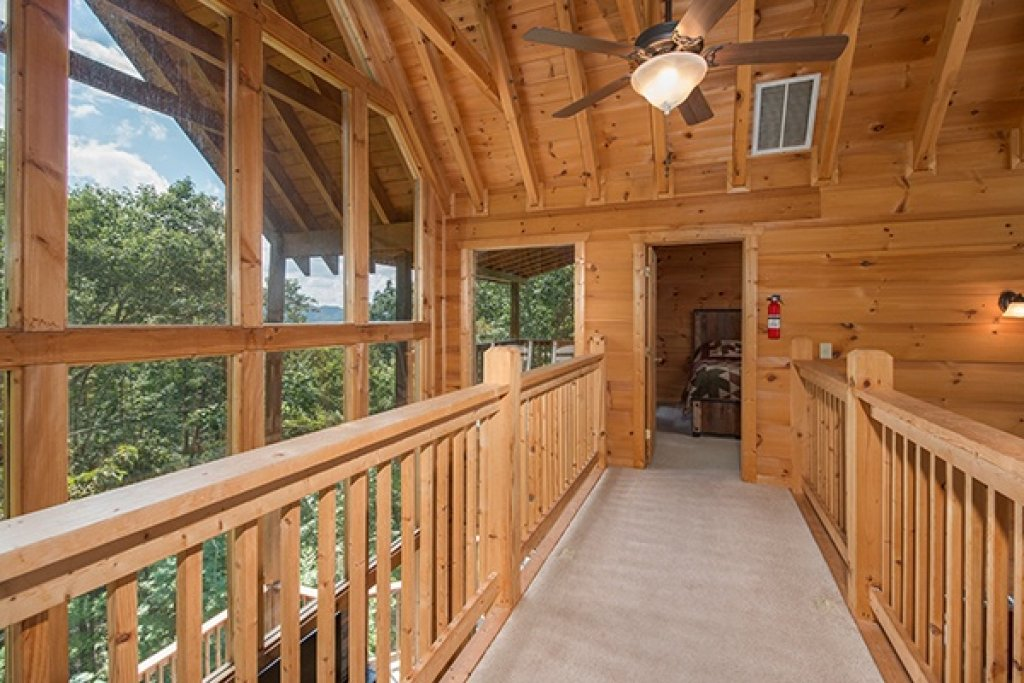 Photo of a Gatlinburg Cabin named Oh So Viewtiful - This is the fourteenth photo in the set.