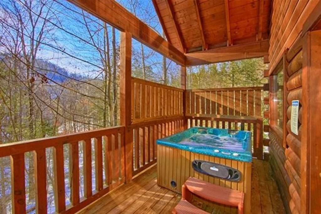 Photo of a Pigeon Forge Cabin named Secluded Pleasure - This is the third photo in the set.
