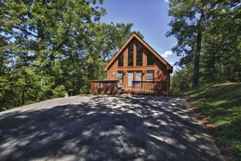 Photo of a Gatlinburg Cabin named Gnarled Oak - This is the first photo in the set.
