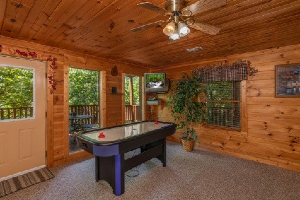 Photo of a Pigeon Forge Cabin named Angel's Majestic View - This is the twenty-first photo in the set.