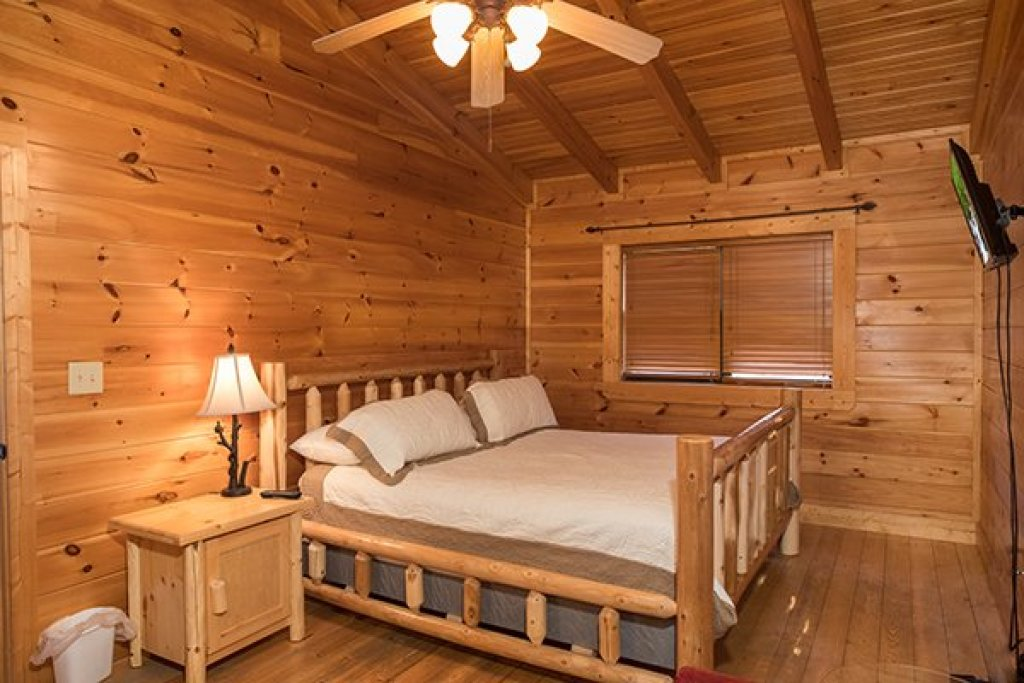 Photo of a Sevierville Cabin named 5 Little Cubs - This is the fourteenth photo in the set.