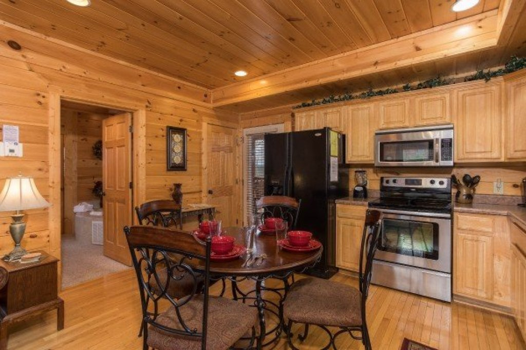 Photo of a Sevierville Cabin named Heaven On Earth - This is the sixth photo in the set.
