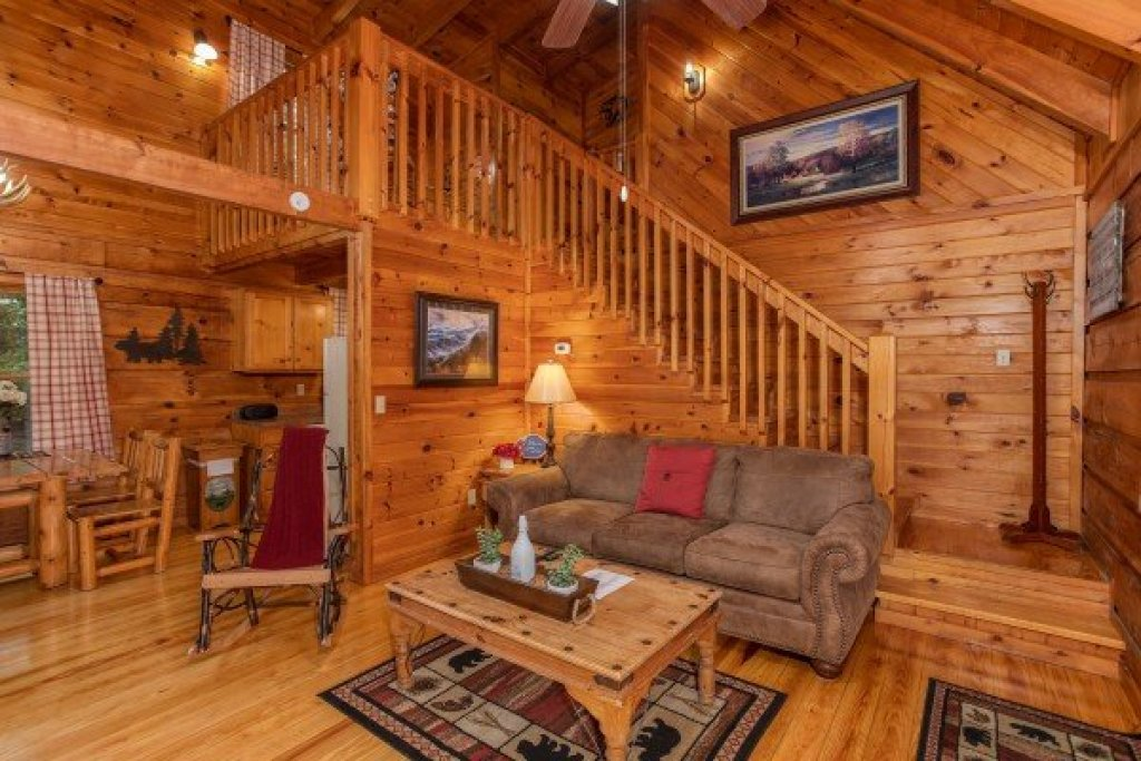 Photo of a Sevierville Cabin named Cabin In The Woods - This is the third photo in the set.
