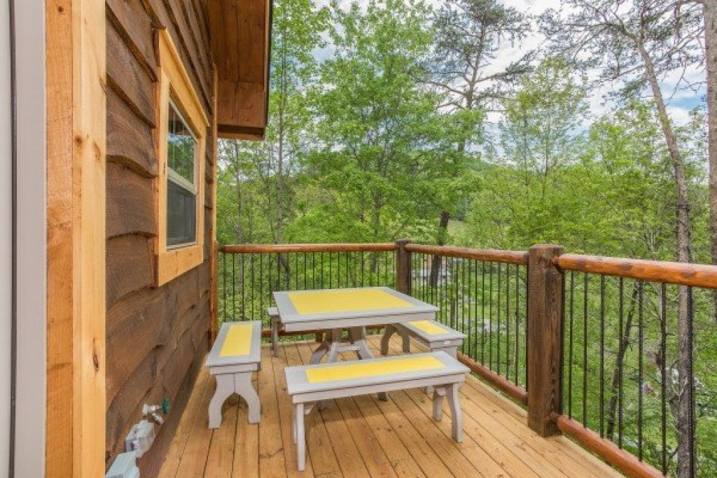 Photo of a Pigeon Forge Cabin named Gatlinburg Treehouse - This is the ninth photo in the set.