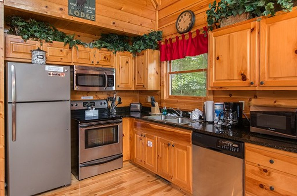 Photo of a Gatlinburg Cabin named Bear View Lodge - This is the sixth photo in the set.