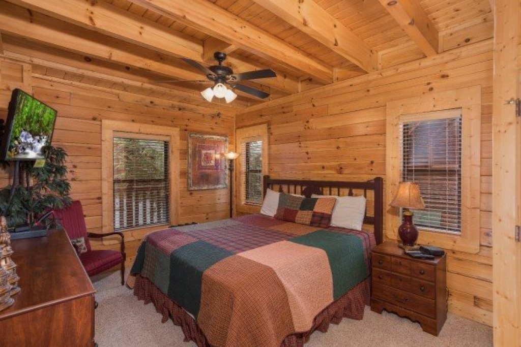 Photo of a Sevierville Cabin named Heaven On Earth - This is the eighth photo in the set.