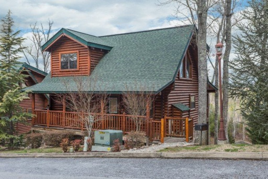 Photo of a Sevierville Cabin named Heaven On Earth - This is the first photo in the set.