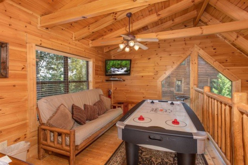 Photo of a Sevierville Cabin named Heaven On Earth - This is the fifteenth photo in the set.