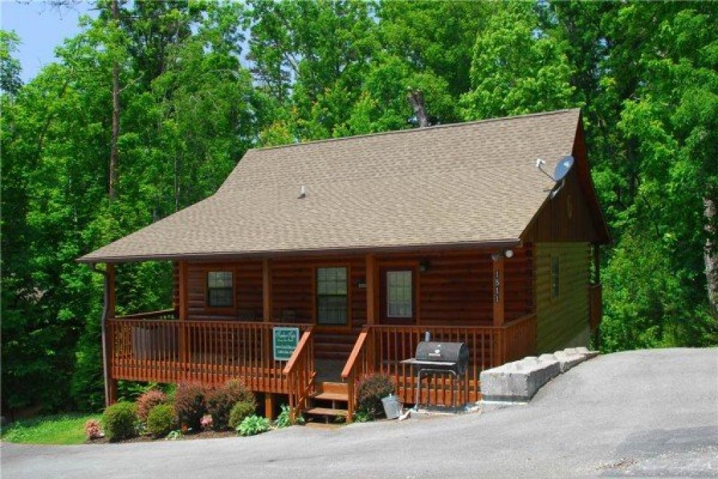Photo of a Pigeon Forge Cabin named A Beary Cozy Escape - This is the eighteenth photo in the set.