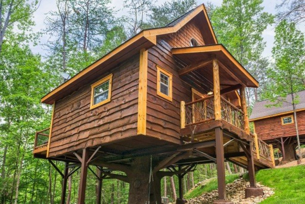 Photo of a Pigeon Forge Cabin named Tennessee Treehouse - This is the eighteenth photo in the set.