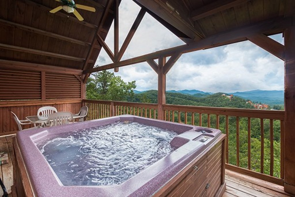 Photo of a Pigeon Forge Cabin named 1 Amazing View - This is the first photo in the set.