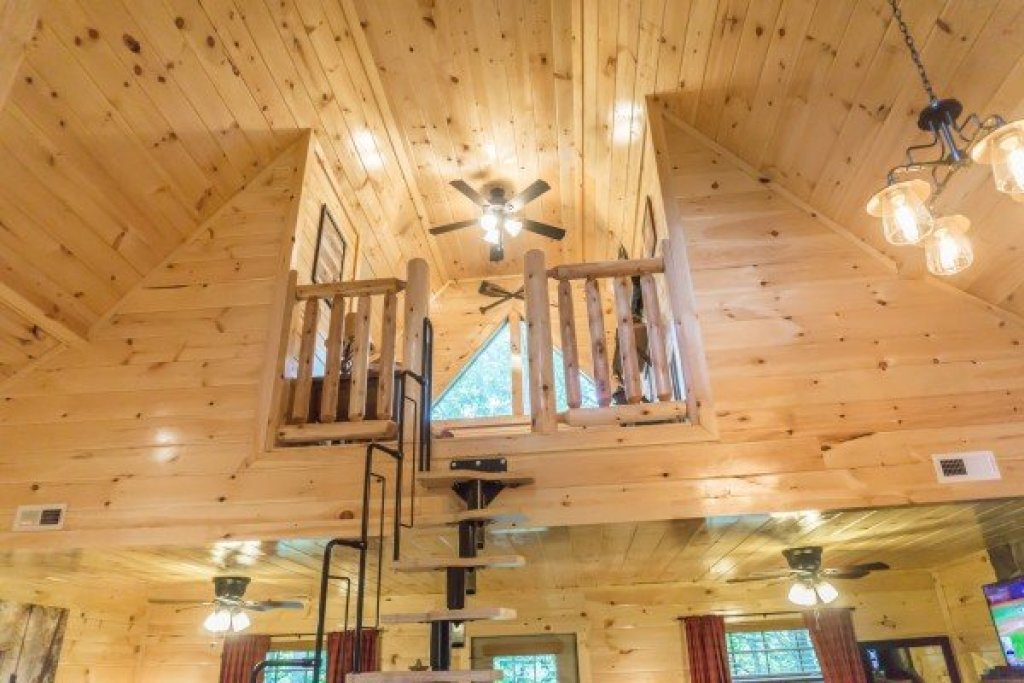 Photo of a Pigeon Forge Cabin named Tennessee Treehouse - This is the thirteenth photo in the set.