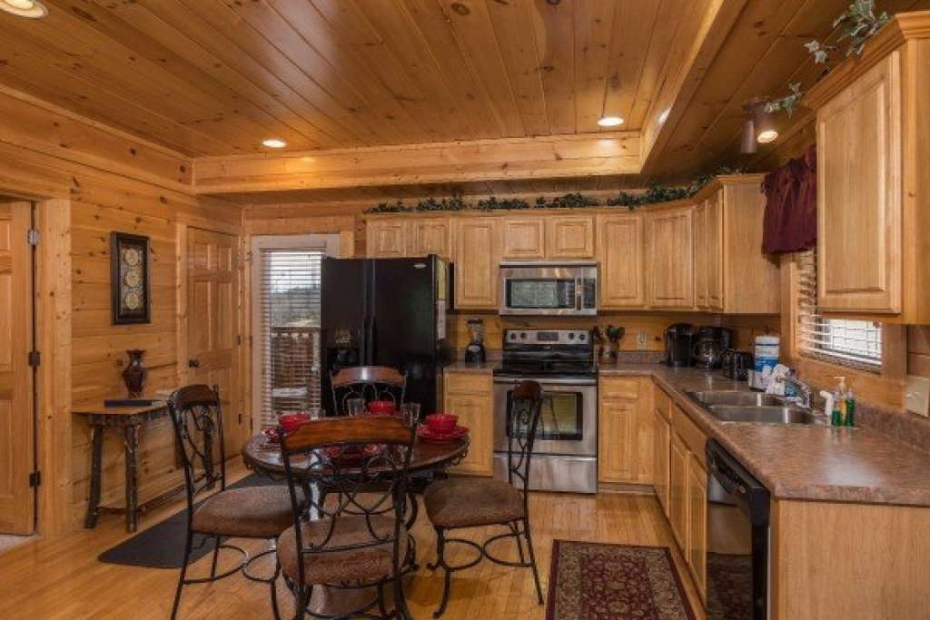 Photo of a Sevierville Cabin named Heaven On Earth - This is the seventh photo in the set.