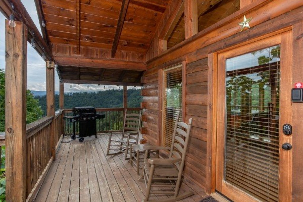 Photo of a Sevierville Cabin named Knotty Nest - This is the ninth photo in the set.