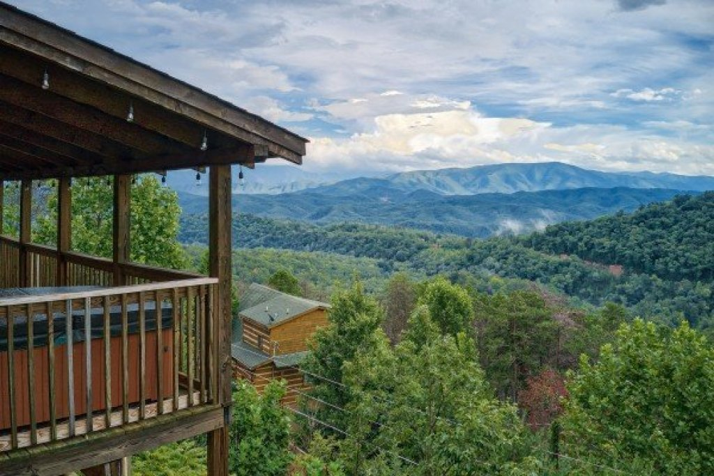 Photo of a Sevierville Cabin named Knotty Nest - This is the second photo in the set.