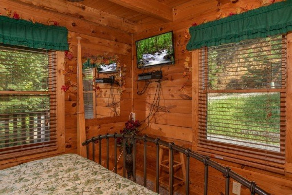Photo of a Pigeon Forge Cabin named Angel's Majestic View - This is the thirteenth photo in the set.