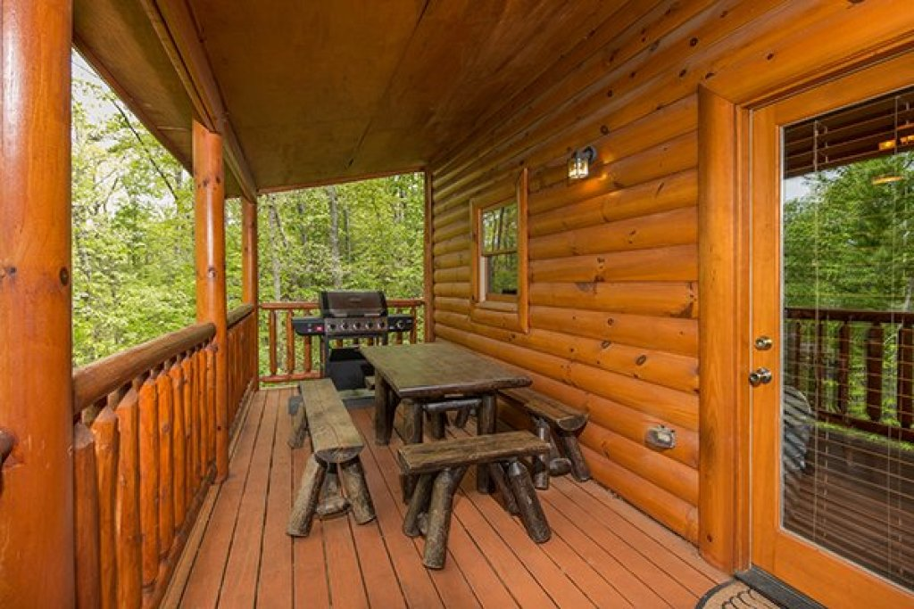 Photo of a Sevierville Cabin named Tennessee Treasure - This is the sixth photo in the set.
