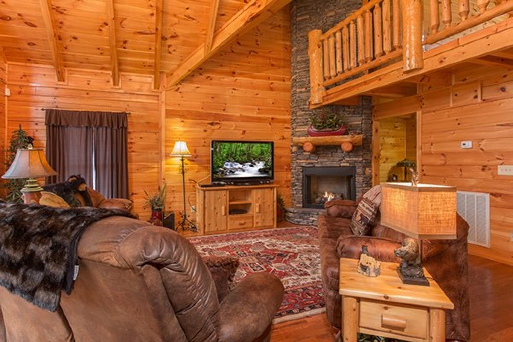 Photo of a Sevierville Cabin named Smokies Paradise Lodge - This is the fifth photo in the set.