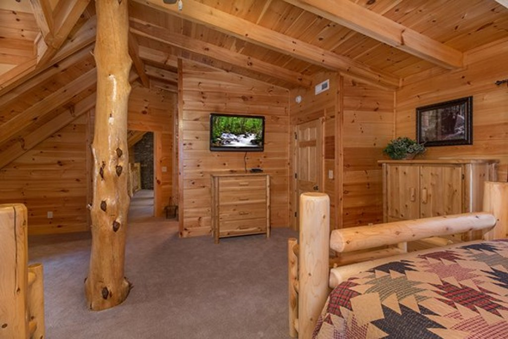 Photo of a Sevierville Cabin named Smokies Paradise Lodge - This is the twenty-fifth photo in the set.