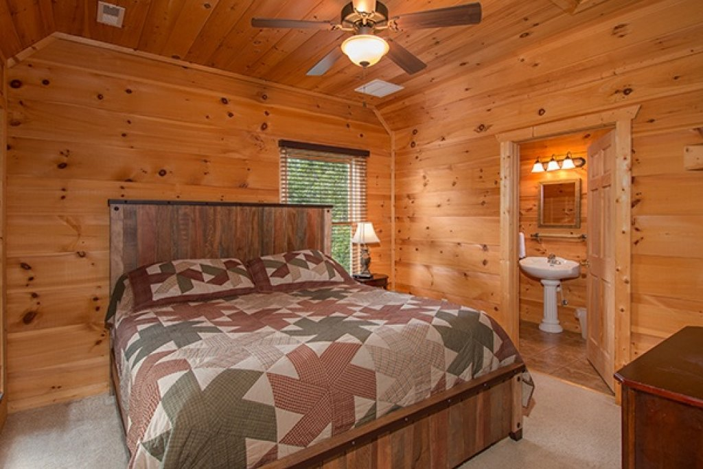 Photo of a Gatlinburg Cabin named Oh So Viewtiful - This is the nineteenth photo in the set.