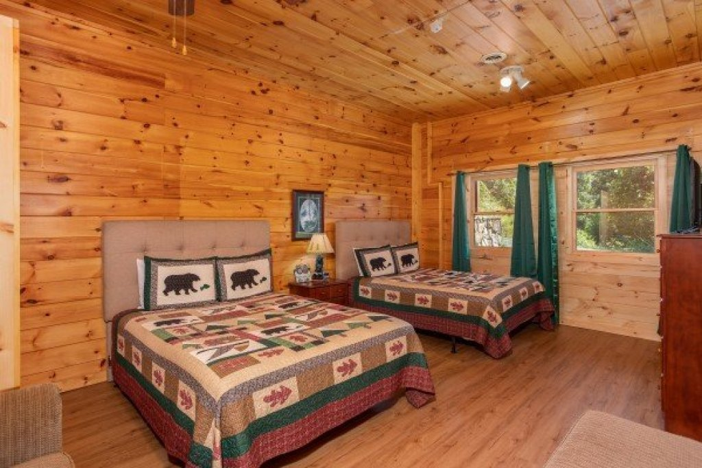 Photo of a Sevierville Cabin named Cabin Fever - This is the nineteenth photo in the set.