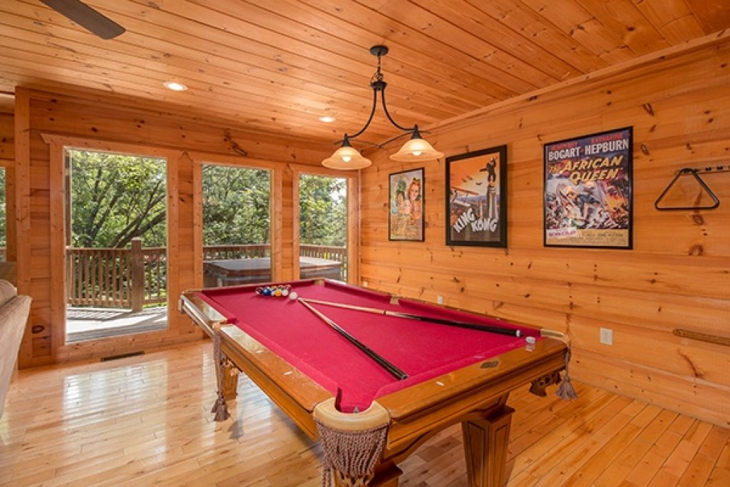Photo of a Gatlinburg Cabin named Oh So Viewtiful - This is the twenty-third photo in the set.