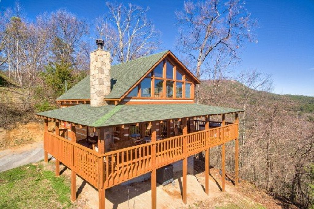 Photo of a Sevierville Cabin named Mountain Glory - This is the first photo in the set.