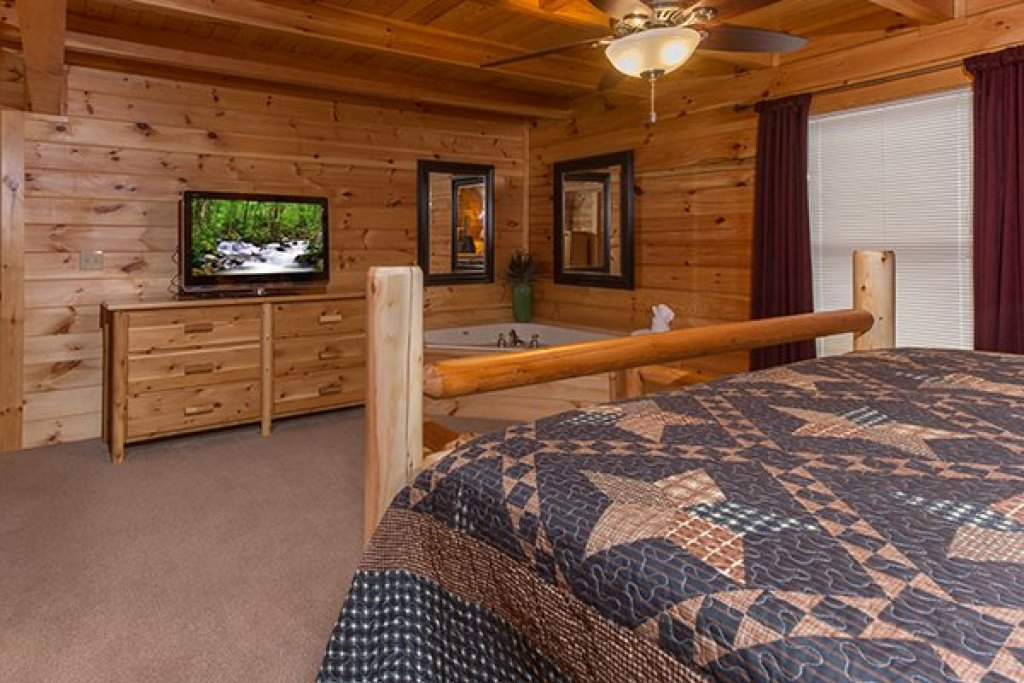 Photo of a Sevierville Cabin named Smokies Paradise Lodge - This is the sixteenth photo in the set.