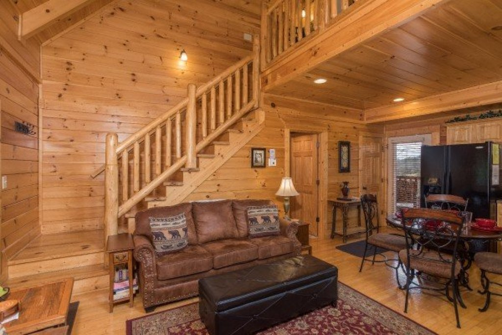 Photo of a Sevierville Cabin named Heaven On Earth - This is the fifth photo in the set.