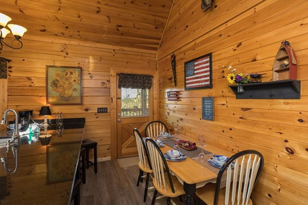 Photo of a Sevierville Cabin named Lake Life - This is the fifth photo in the set.