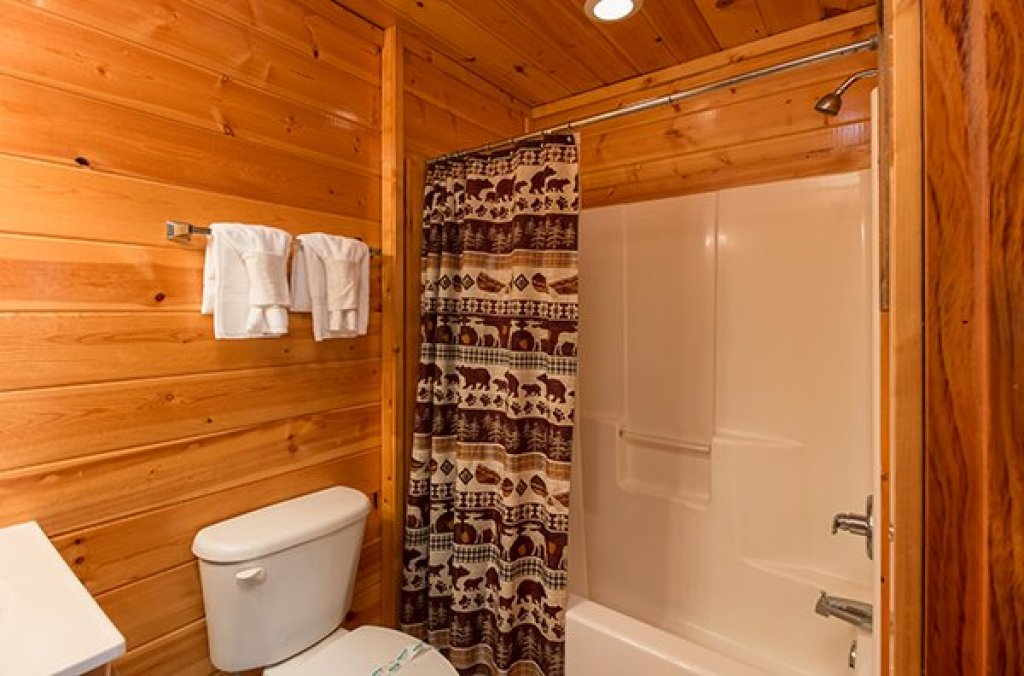 Photo of a Gatlinburg Cabin named Bear View Lodge - This is the sixteenth photo in the set.
