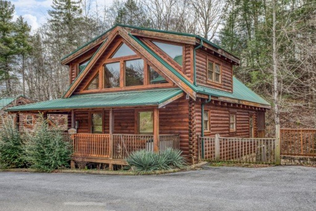 Photo of a Pigeon Forge Cabin named Blackberry Delite - This is the first photo in the set.