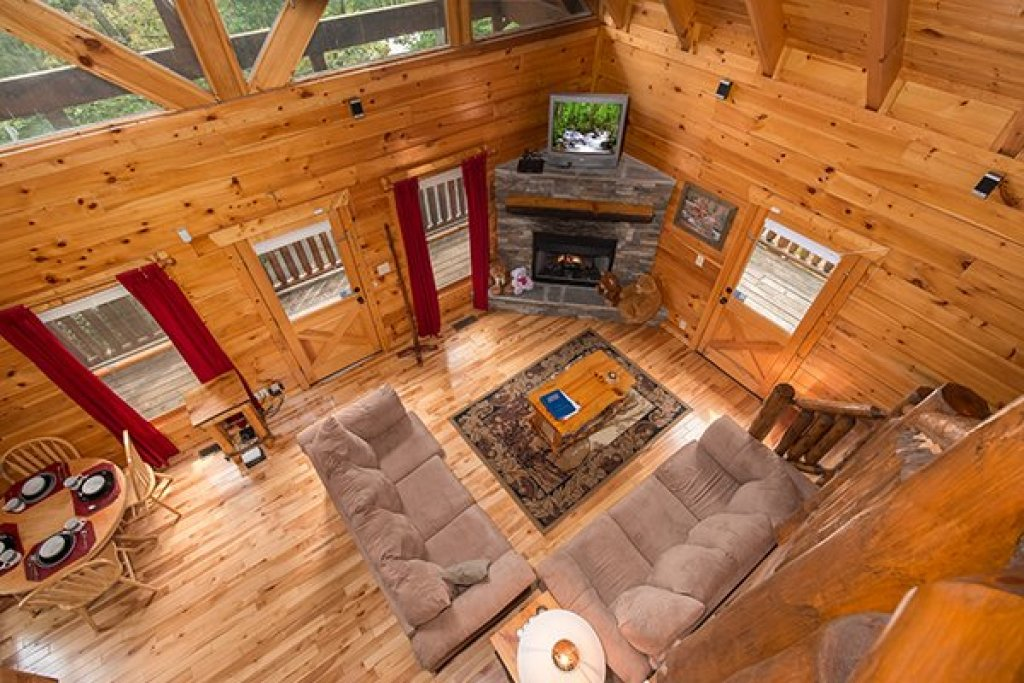 Photo of a Gatlinburg Cabin named Bear View Lodge - This is the twelfth photo in the set.