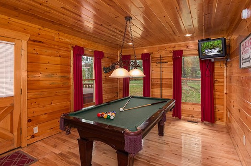 Photo of a Gatlinburg Cabin named Bear View Lodge - This is the seventh photo in the set.
